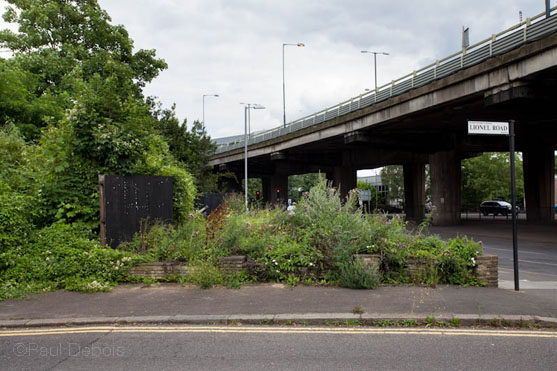 Derelict flower bed, West Lodge Gate, Gunnersbury Park next to elevated section of M4